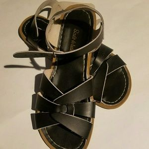 Navy blue salt water sandals size 7